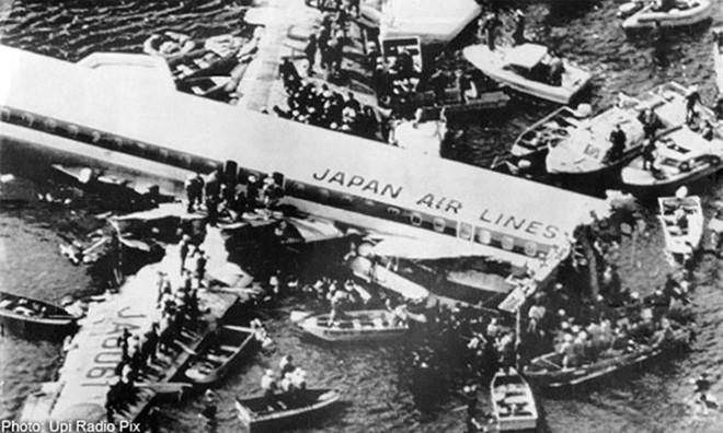 Vụ tai nạn máy bay thảm khốc khiến hơn 500 người tử nạn ở Nhật Bản và cái cúi đầu xin lỗi của vợ cơ trưởng - ảnh 10