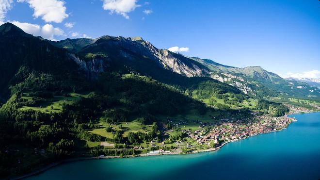 Đoạn clip quay vội tại Thụy Sĩ hot rần rần với gần 3 triệu view, xem xong cứ ngẩn ngơ vì không biết đây là mơ hay thật - ảnh 4