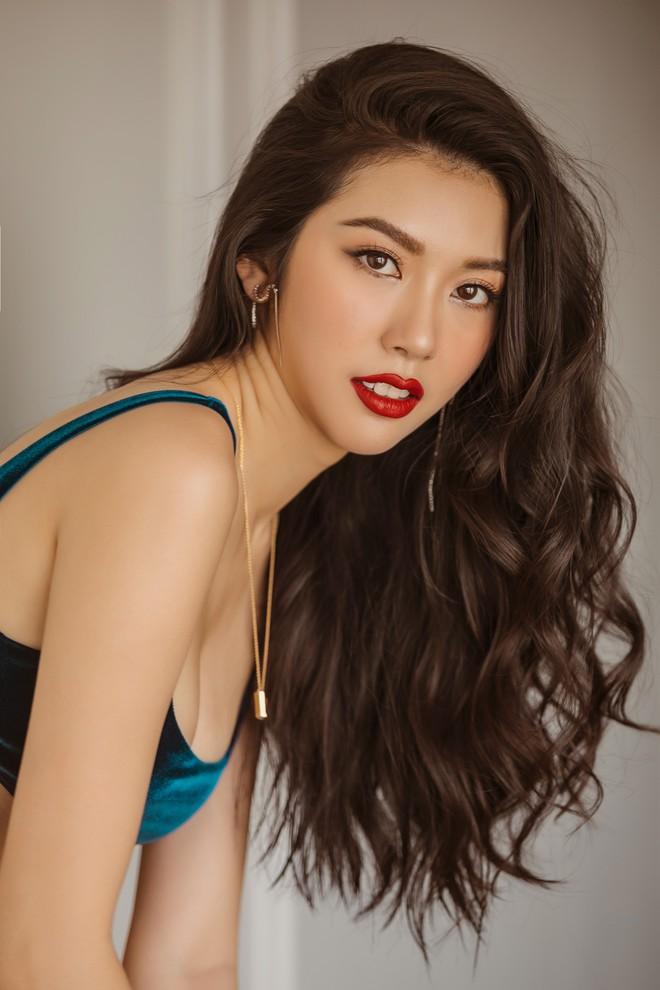 Bỏng mắt với bộ ảnh diện nội y hiếm hoi của Thúy Vân: Khoe đường cong bốc lửa giữa tin đồn trở lại Hoa hậu Hoàn vũ - ảnh 9