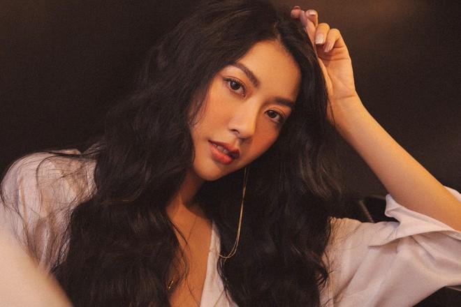 Bỏng mắt với bộ ảnh diện nội y hiếm hoi của Thúy Vân: Khoe đường cong bốc lửa giữa tin đồn trở lại Hoa hậu Hoàn vũ - ảnh 7