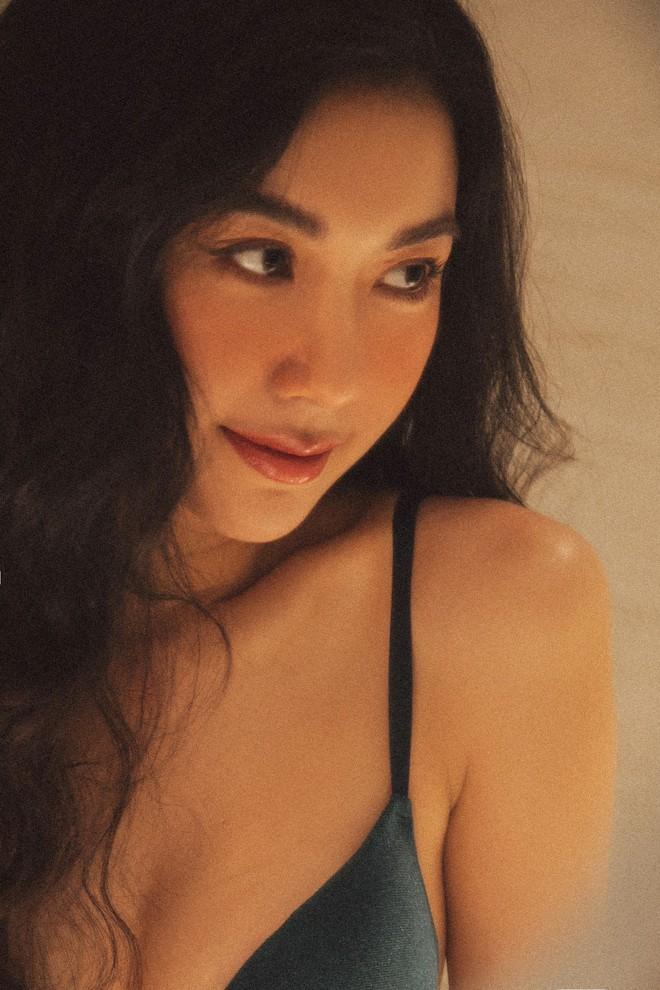 Bỏng mắt với bộ ảnh diện nội y hiếm hoi của Thúy Vân: Khoe đường cong bốc lửa giữa tin đồn trở lại Hoa hậu Hoàn vũ - ảnh 3