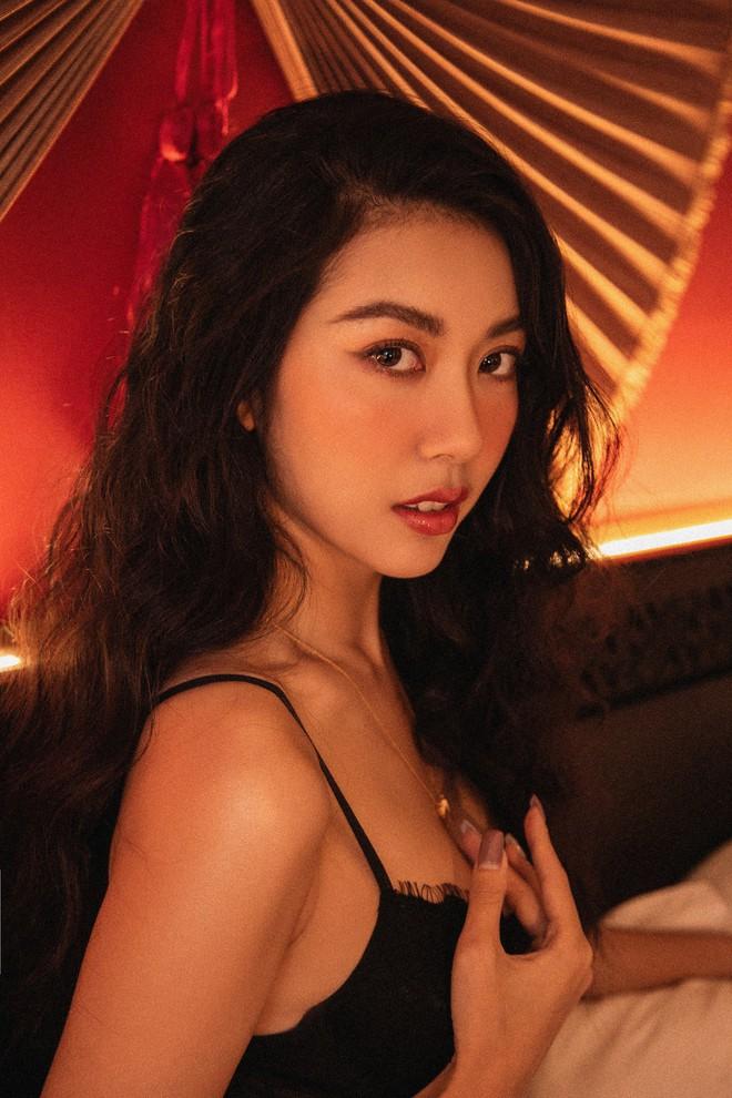 Bỏng mắt với bộ ảnh diện nội y hiếm hoi của Thúy Vân: Khoe đường cong bốc lửa giữa tin đồn trở lại Hoa hậu Hoàn vũ - ảnh 2