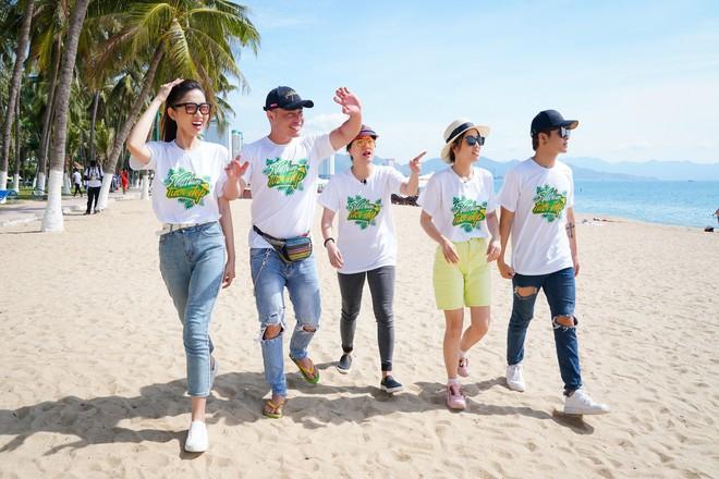 Mai Phương Thúy phơi nắng nhảy flashmob với cả ngàn học sinh, sinh viên, nghệ sĩ - ảnh 2
