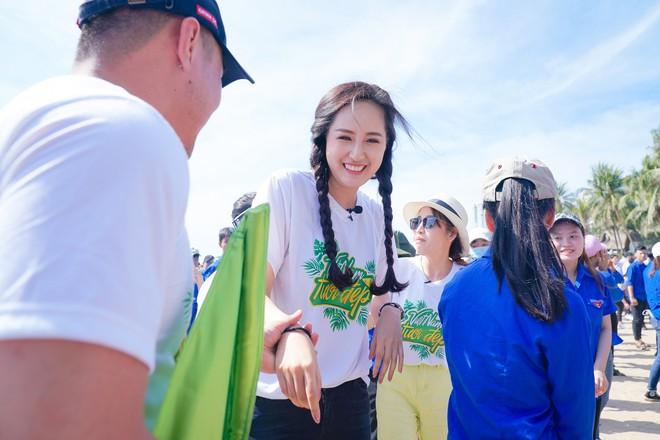 Mai Phương Thúy phơi nắng nhảy flashmob với cả ngàn học sinh, sinh viên, nghệ sĩ - ảnh 3