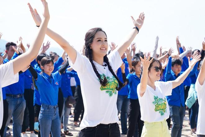 Mai Phương Thúy phơi nắng nhảy flashmob với cả ngàn học sinh, sinh viên, nghệ sĩ - ảnh 5