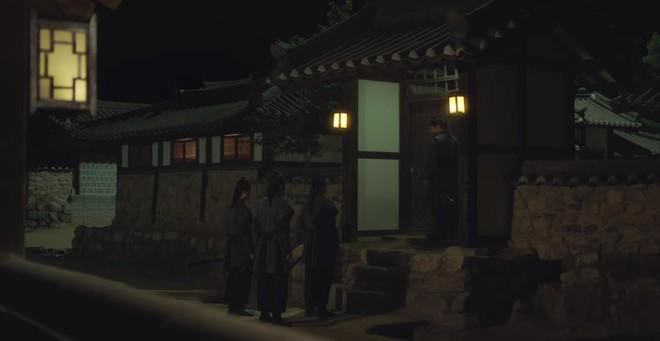 Tân Binh Học Sử Goo Hae Ryung: Quen chưa lâu, Shin Se Kyung đã ham hố ngủ cùng trai đẹp, quá đáng lắm rồi! - ảnh 13