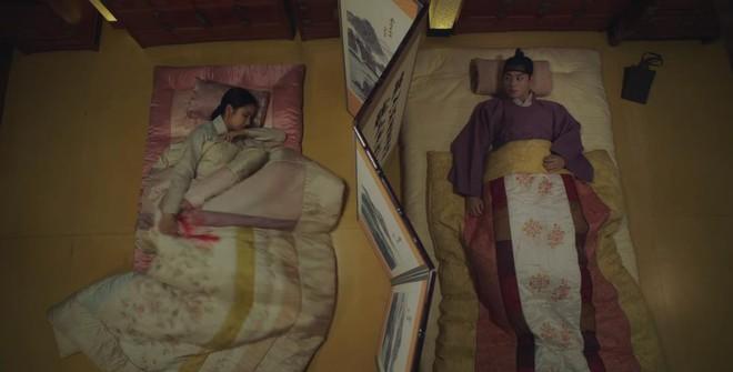 Tân Binh Học Sử Goo Hae Ryung: Quen chưa lâu, Shin Se Kyung đã ham hố ngủ cùng trai đẹp, quá đáng lắm rồi! - ảnh 15