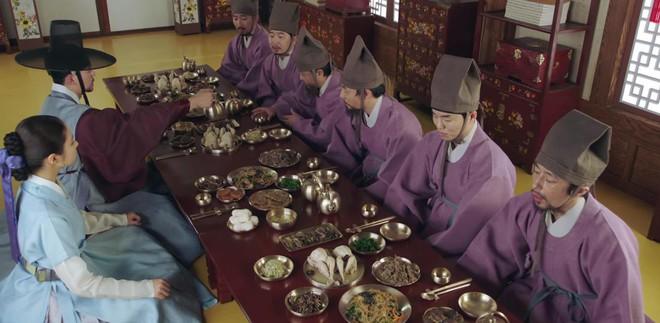Tân Binh Học Sử Goo Hae Ryung: Quen chưa lâu, Shin Se Kyung đã ham hố ngủ cùng trai đẹp, quá đáng lắm rồi! - ảnh 19