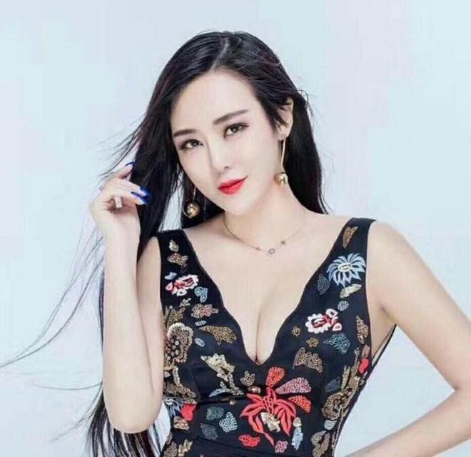 Siêu đám cưới xôn xao Weibo: Tốn 175 tỷ đồng mời 42 sao hạng A, quy mô như concert, bất ngờ hơn là thân thế cô dâu chú rể - ảnh 11