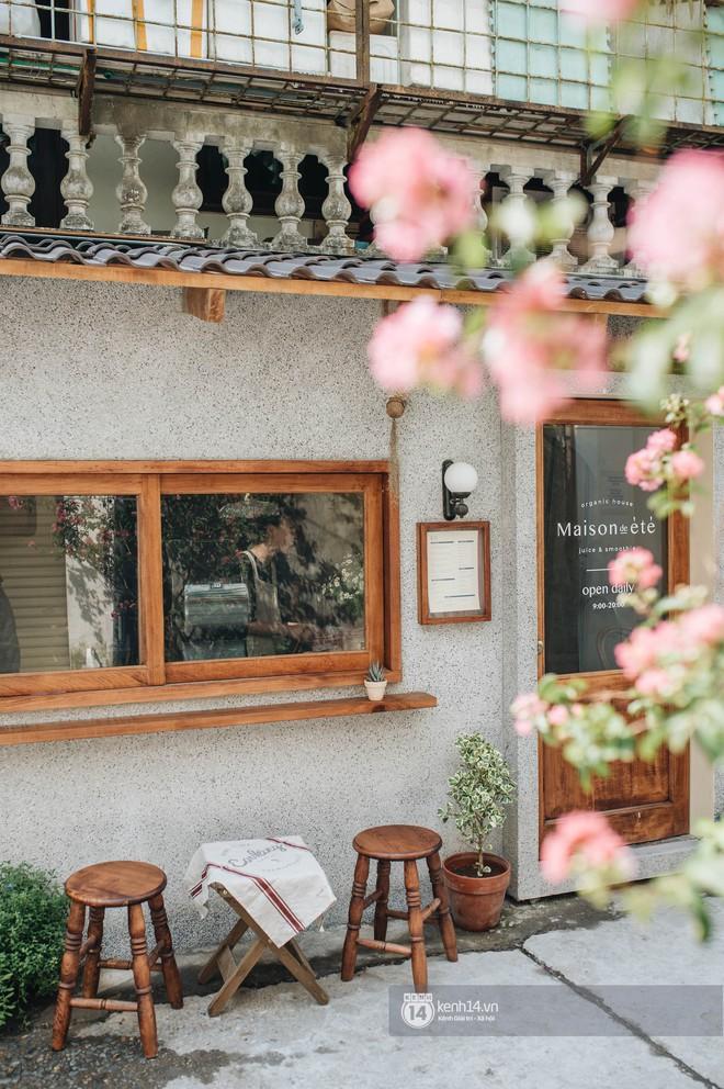 """Hai quán nước ép và tiệm bánh mới toanh ở Hà Nội, liền kề nhau tạo thành hẻm """"sống ảo"""" xinh xẻo như bên Hàn - ảnh 15"""