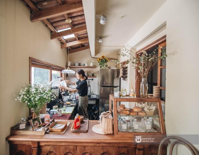 """Hai quán nước ép và tiệm bánh mới toanh ở Hà Nội, liền kề nhau tạo thành hẻm """"sống ảo"""" xinh xẻo như bên Hàn - ảnh 5"""