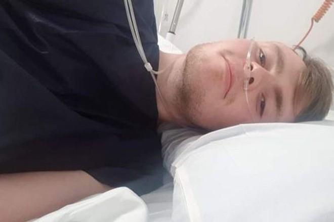 Chơi tàu lượn siêu tốc, chàng trai 20 tuổi bị tràn khí màng phổi, suýt nổ tung lồng ngực - ảnh 4