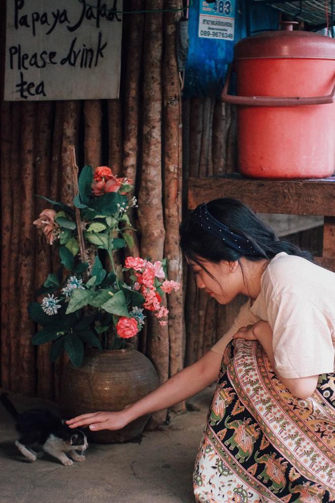 Đi 1 được 3: Ngôi làng nhỏ vừa thơ mộng như đồi chè Mộc Châu, vừa cổ kính như Phượng Hoàng Cổ Trấn mà lại ngay gần Việt Nam nè! - ảnh 25