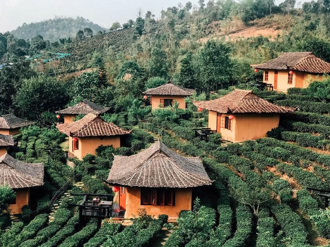 Đi 1 được 3: Ngôi làng nhỏ vừa thơ mộng như đồi chè Mộc Châu, vừa cổ kính như Phượng Hoàng Cổ Trấn mà lại ngay gần Việt Nam nè! - ảnh 32