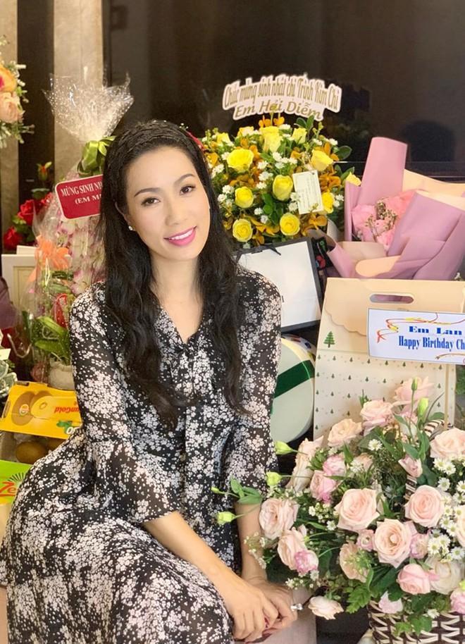 Mới 16 tuổi, con gái Trịnh Kim Chi đã ra dáng thiếu nữ xinh đẹp, chiếm trọn spotlight trong tiệc sinh nhật mẹ - Ảnh 1.