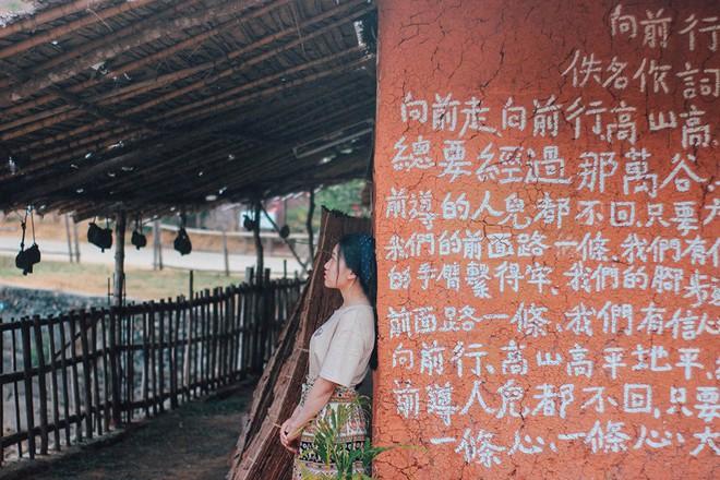Đi 1 được 3: Ngôi làng nhỏ vừa thơ mộng như đồi chè Mộc Châu, vừa cổ kính như Phượng Hoàng Cổ Trấn mà lại ngay gần Việt Nam nè! - ảnh 16