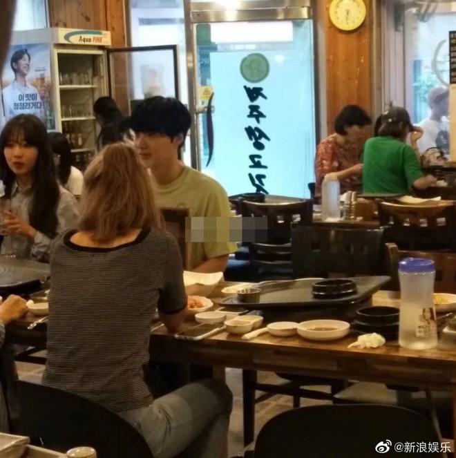 Lộ ảnh Ahn Jae Hyun một mình ngồi giữa 3 cô gái xinh đẹp đón sinh nhật gây xôn xao: Bằng chứng ngoại tình là đây? - ảnh 4