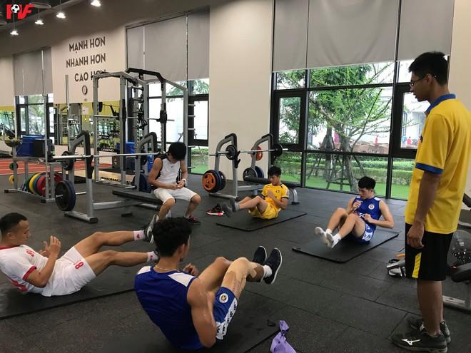 Đoàn Văn Hậu bảnh bao trở về sân Hàng Đẫy, xúc động cảm ơn hành động đẹp của các cầu thủ Hà Nội FC - Ảnh 2.