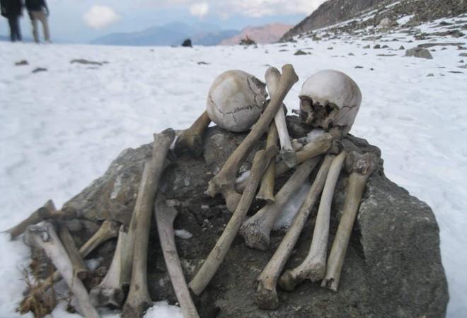 Bí ẩn rùng rợn của hồ nước cứ hè đến là hàng trăm bộ xương người lộ ra, khoa học chịu bó tay suốt hàng chục năm trời - ảnh 4