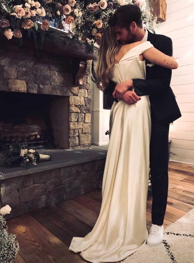 Không để fan hy vọng thêm nữa, Liam Hemsworth chính thức đệ đơn ly hôn Miley Cyrus ra tòa! - Ảnh 2.