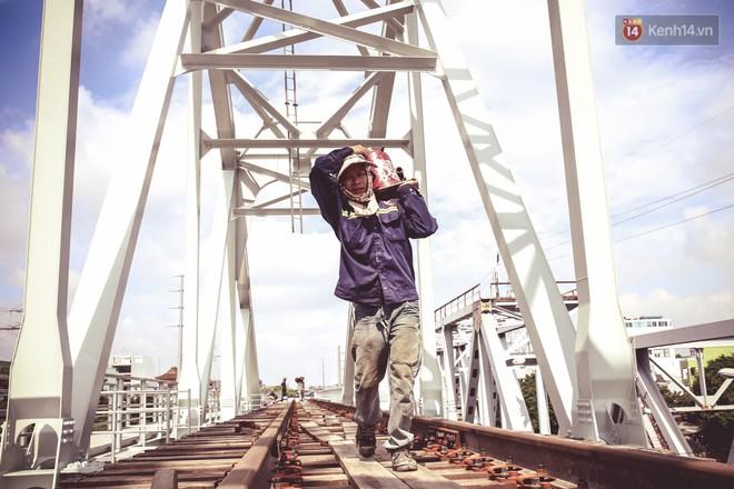 Cận cảnh cầu sắt Bình Lợi mới gần 500 tỉ đồng, sẵn sàng cho tàu hỏa Bắc - Nam chạy thử vào đầu tháng 9/2019 - ảnh 14