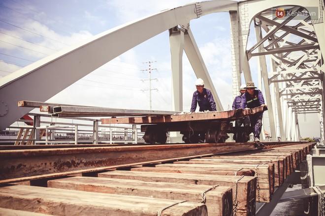 Cận cảnh cầu sắt Bình Lợi mới gần 500 tỉ đồng, sẵn sàng cho tàu hỏa Bắc - Nam chạy thử vào đầu tháng 9/2019 - ảnh 13