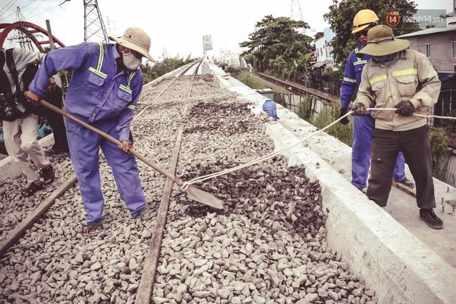 Cận cảnh cầu sắt Bình Lợi mới gần 500 tỉ đồng, sẵn sàng cho tàu hỏa Bắc - Nam chạy thử vào đầu tháng 9/2019 - ảnh 12