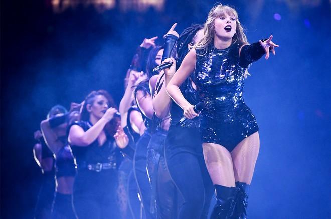 """Xém tí nữa thì Taylor Swift """"bỏ túi"""" thêm một kỷ lục thập kỷ, nhưng nào ngờ lại bị nữ nghệ sĩ này soán ngôi - ảnh 2"""