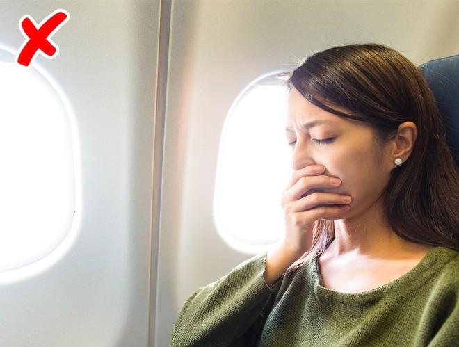 7 tips đơn giản để có một chuyến bay suôn sẻ chẳng mấy ai từng nói với bạn! - ảnh 5