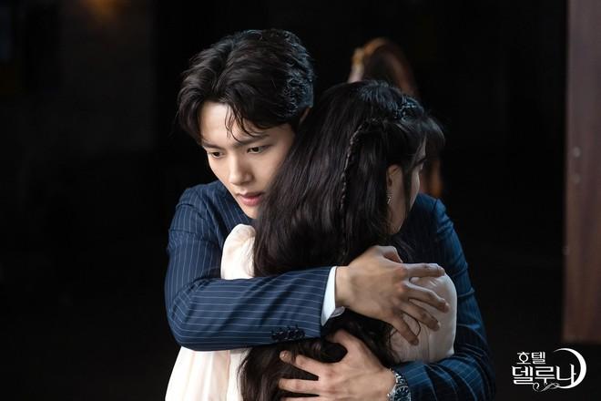 """Mặc kệ teaser hù dọa cho chị Nguyệt """"bay màu"""", fan Hotel Del Luna vẫn vững tâm nhờ phát hiện chi tiết này - ảnh 1"""