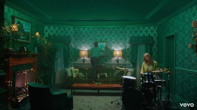 Taylor Swift mơ về ngôi nhà và những đứa trẻ trong MV Lover, fan không khỏi xao xuyến chờ đến ngày chị cưới! - ảnh 3
