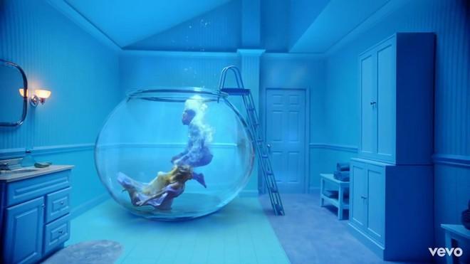 Taylor Swift mơ về ngôi nhà và những đứa trẻ trong MV Lover, fan không khỏi xao xuyến chờ đến ngày chị cưới! - ảnh 8