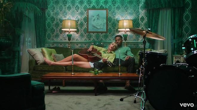 Taylor Swift mơ về ngôi nhà và những đứa trẻ trong MV Lover, fan không khỏi xao xuyến chờ đến ngày chị cưới! - ảnh 7
