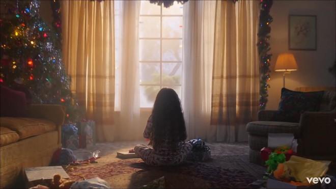 Taylor Swift mơ về ngôi nhà và những đứa trẻ trong MV Lover, fan không khỏi xao xuyến chờ đến ngày chị cưới! - ảnh 1