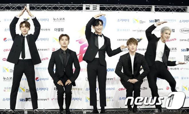Siêu thảm xanh ngày 2: Red Velvet gây sốc với váy thảm họa, tài tử Vì sao đưa anh tới dẫn đầu dàn diễn viên đọ sắc idol - ảnh 47