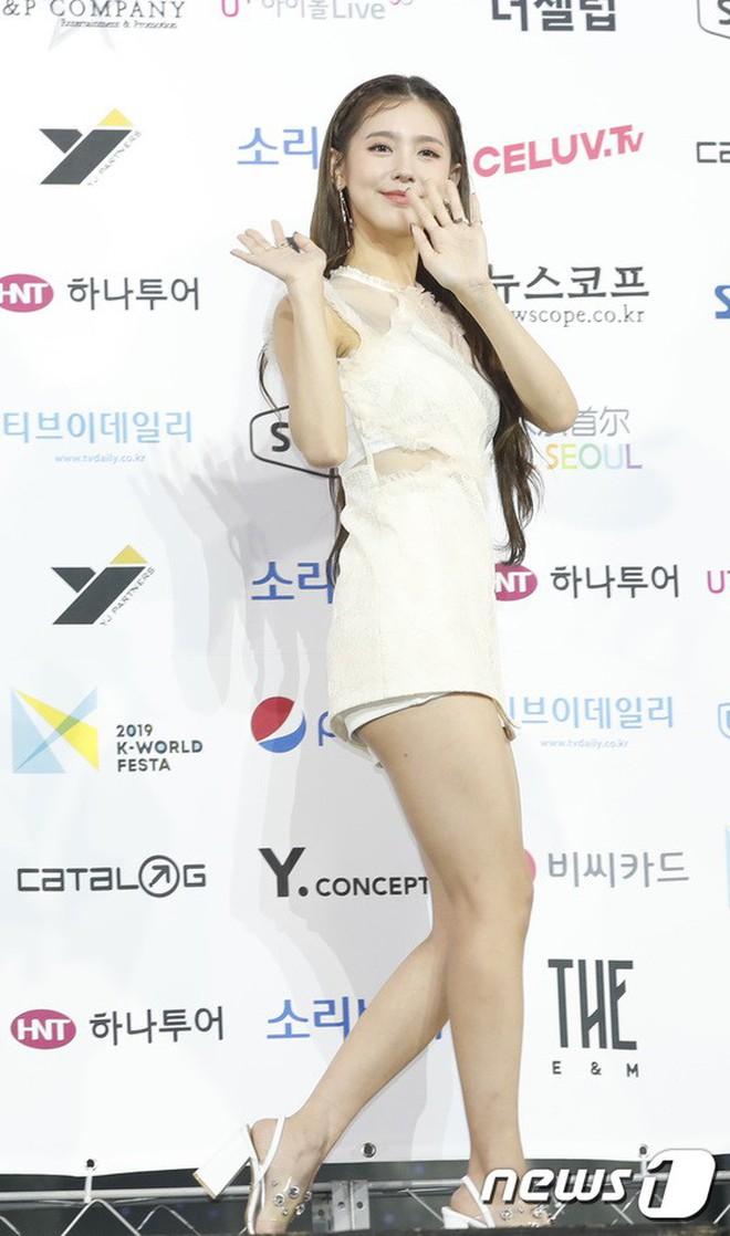 Siêu thảm xanh ngày 2: Red Velvet gây sốc với váy thảm họa, tài tử Vì sao đưa anh tới dẫn đầu dàn diễn viên đọ sắc idol - ảnh 21