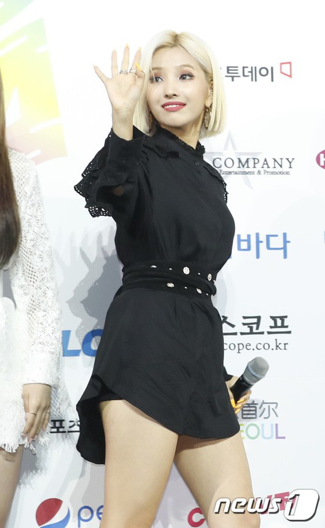 Siêu thảm xanh ngày 2: Red Velvet gây sốc với váy thảm họa, tài tử Vì sao đưa anh tới dẫn đầu dàn diễn viên đọ sắc idol - ảnh 19