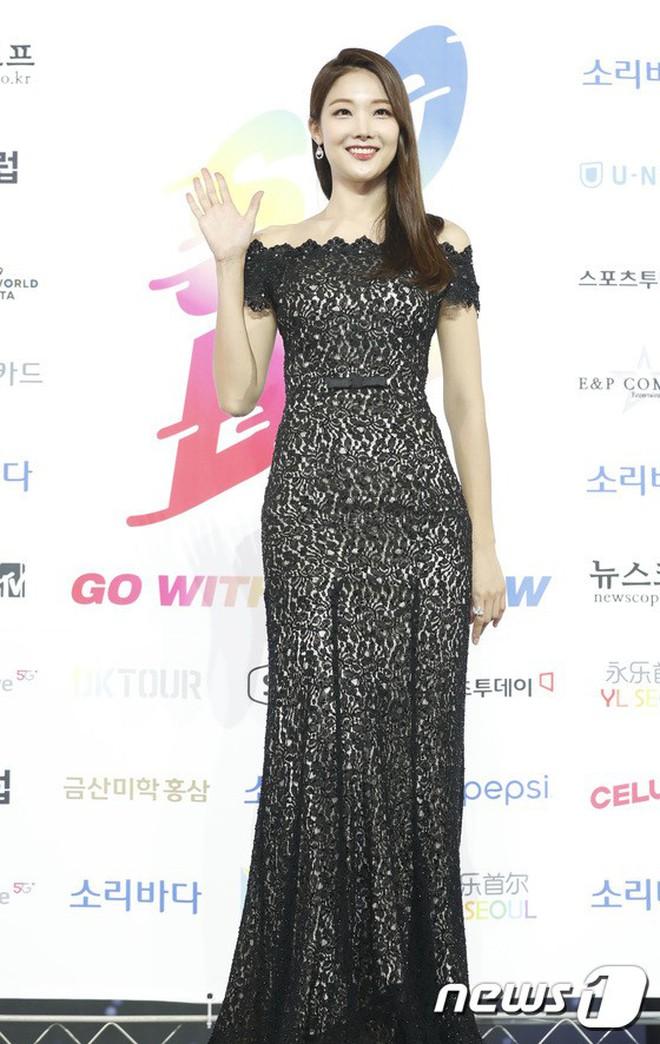 Siêu thảm xanh ngày 2: Red Velvet gây sốc với váy thảm họa, tài tử Vì sao đưa anh tới dẫn đầu dàn diễn viên đọ sắc idol - ảnh 30