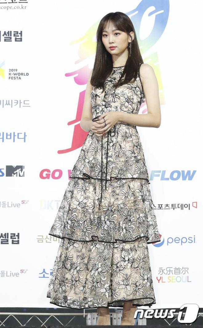 Siêu thảm xanh ngày 2: Red Velvet gây sốc với váy thảm họa, tài tử Vì sao đưa anh tới dẫn đầu dàn diễn viên đọ sắc idol - ảnh 31