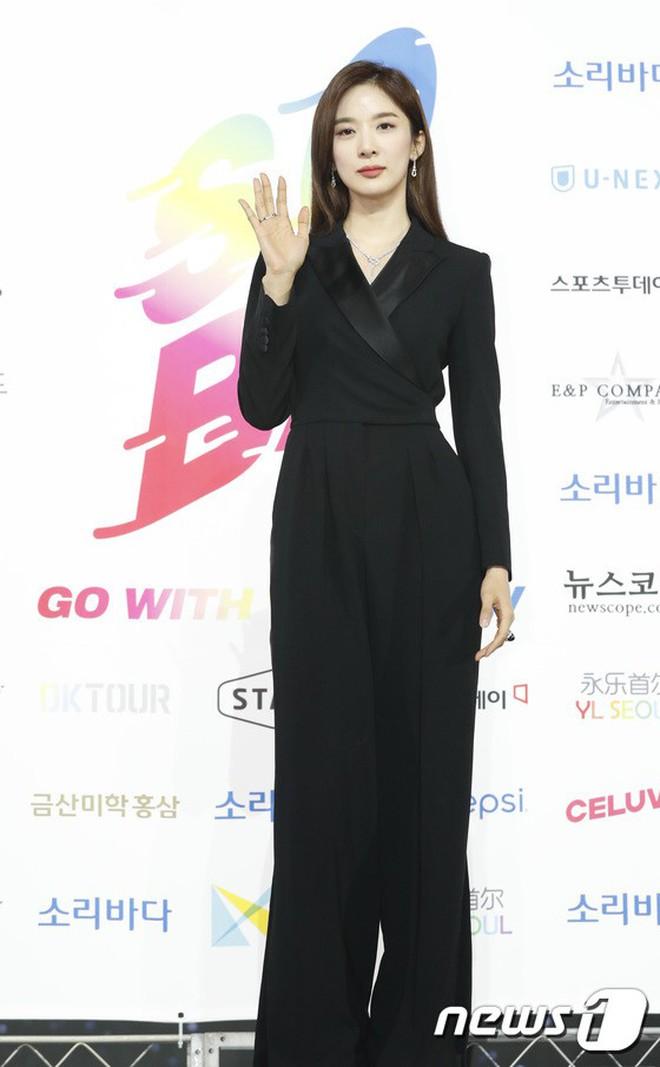 Siêu thảm xanh ngày 2: Red Velvet gây sốc với váy thảm họa, tài tử Vì sao đưa anh tới dẫn đầu dàn diễn viên đọ sắc idol - ảnh 33