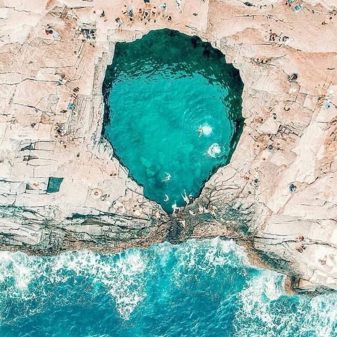 """Đà Nẵng xuất hiện hồ bơi giữa biển đẹp y hệt nước ngoài, dân tình xôn xao: """"Lại sắp bị phá tan tành cho xem!"""" - ảnh 3"""