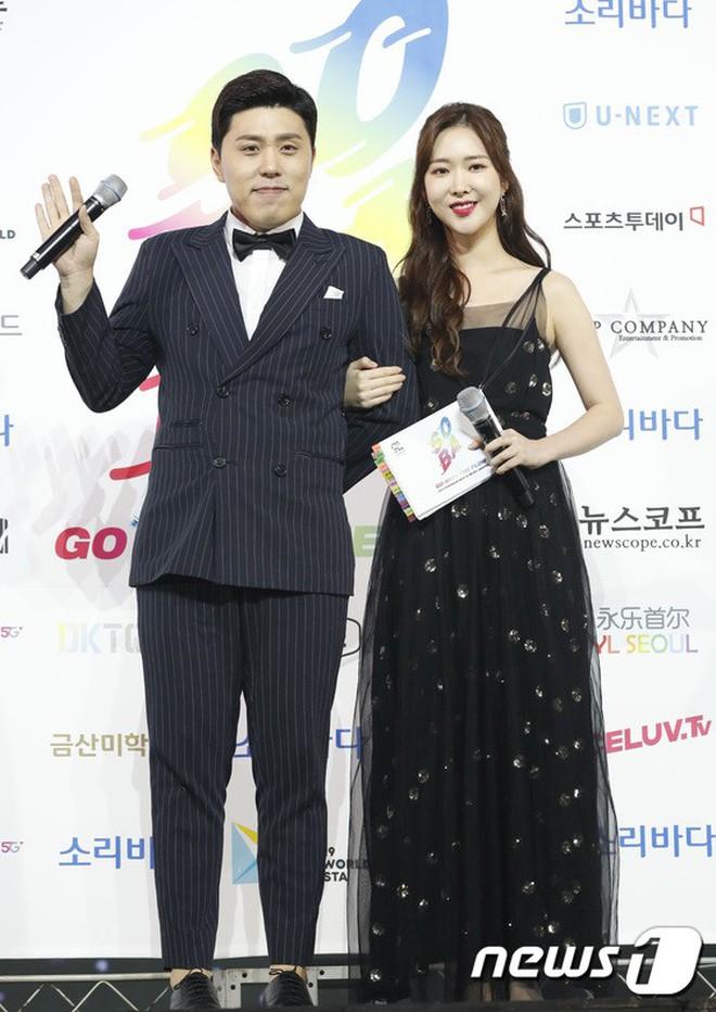 Siêu thảm xanh ngày 2: Red Velvet gây sốc với váy thảm họa, tài tử Vì sao đưa anh tới dẫn đầu dàn diễn viên đọ sắc idol - ảnh 48