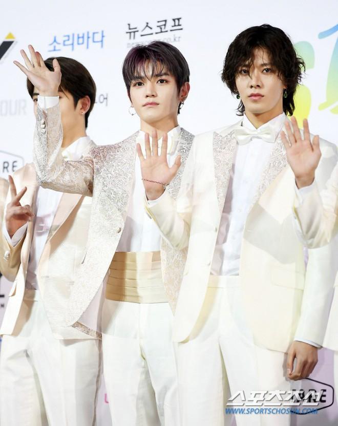Siêu thảm xanh ngày 2: Red Velvet gây sốc với váy thảm họa, tài tử Vì sao đưa anh tới dẫn đầu dàn diễn viên đọ sắc idol - ảnh 23