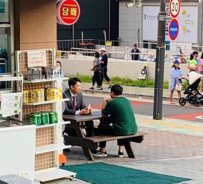 Kim Tae Hee bầu bí tháng cuối thai kỳ, Bi Rain vẫn vất vả quay phim đến xanh xao cố kiếm thêm tiền bỉm sữa? - ảnh 3