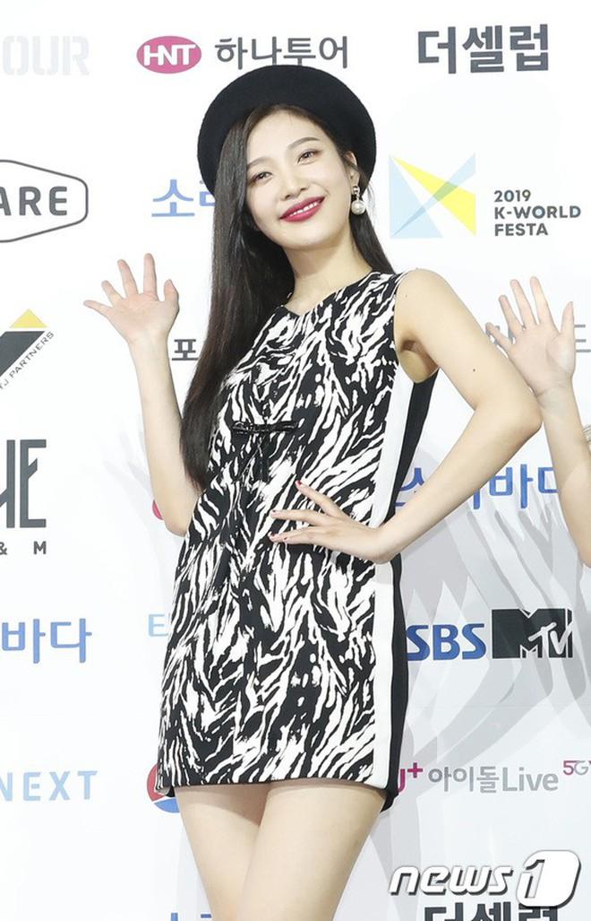 Siêu thảm xanh ngày 2: Red Velvet gây sốc với váy thảm họa, tài tử Vì sao đưa anh tới dẫn đầu dàn diễn viên đọ sắc idol - ảnh 12