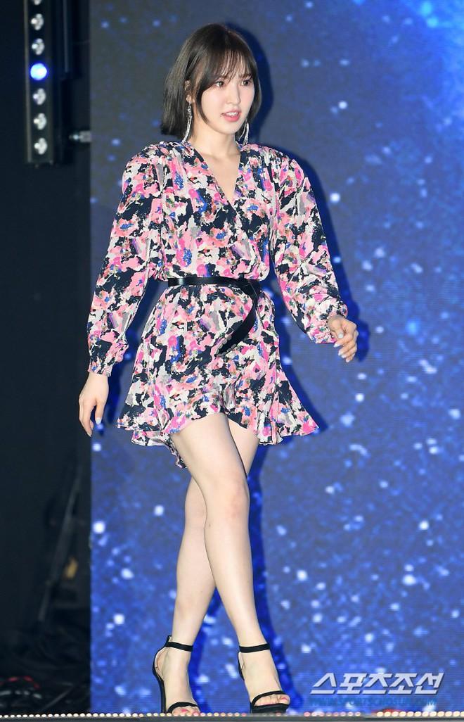 Siêu thảm xanh ngày 2: Red Velvet gây sốc với váy thảm họa, tài tử Vì sao đưa anh tới dẫn đầu dàn diễn viên đọ sắc idol - ảnh 11