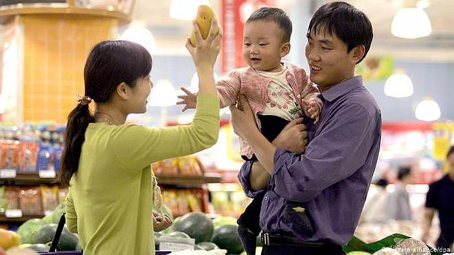 Cha mẹ Việt dạy con điều hay lẽ phải nhưng khi ra đường lại hay khôn vặt, lách luật trước mặt chính con của mình - ảnh 1