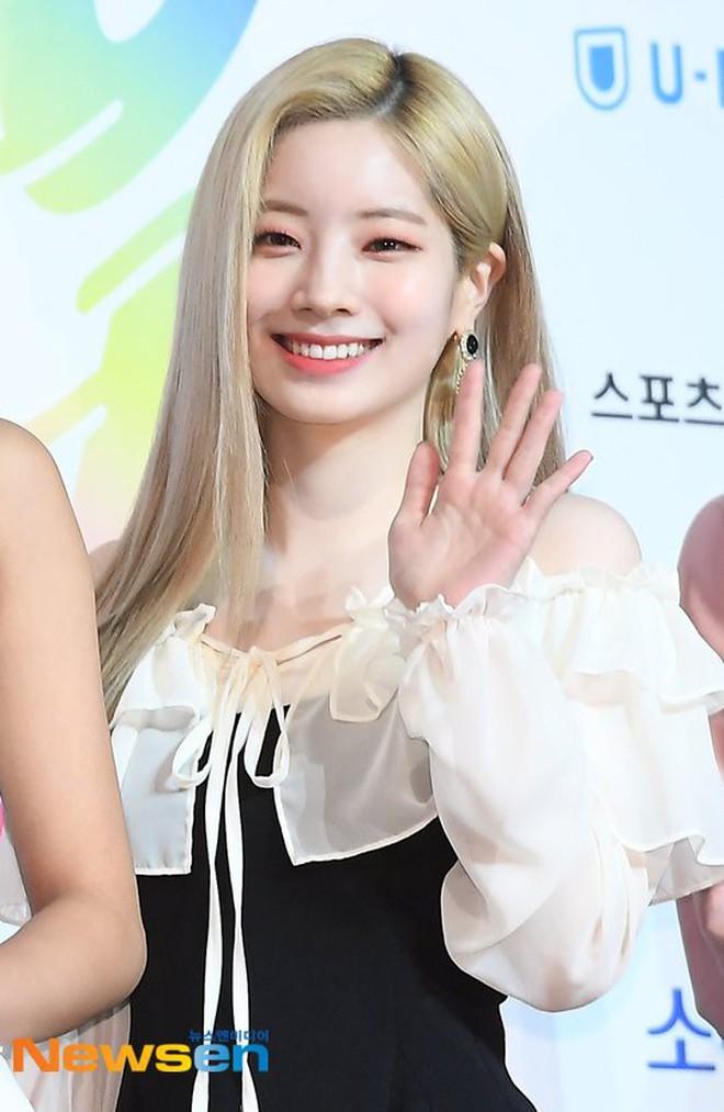 Diện váy rẻ nhất nhóm, mỹ nhân nhà Twice vẫn khiến netizen trầm trồ vì sang chảnh như mặc đồ hiệu đắt đỏ - ảnh 9