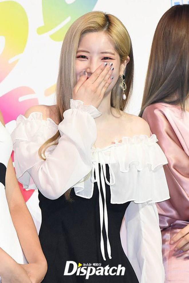 Diện váy rẻ nhất nhóm, mỹ nhân nhà Twice vẫn khiến netizen trầm trồ vì sang chảnh như mặc đồ hiệu đắt đỏ - ảnh 8