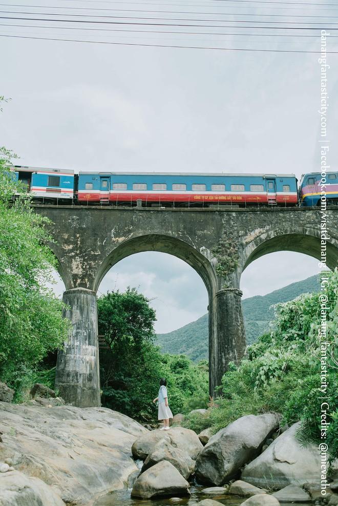 """Hot nhất Đà Nẵng hiện tại chính là """"cổng trời"""" mới toanh dưới chân đèo Hải Vân, nơi có đoàn tàu qua núi đẹp hệt trong phim - ảnh 17"""